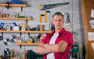Comment optimiser les rangements avec des étagères dans son garage ?